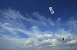 Ciel bleu de cerf-volant Images libres de droits