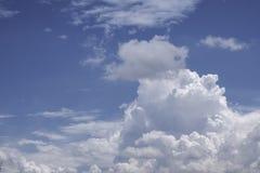 Ciel bleu de cumulus photo libre de droits