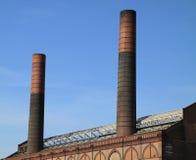 Ciel bleu de deux cheminées Photographie stock libre de droits