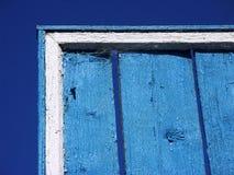 Ciel bleu de mur bleu Photographie stock