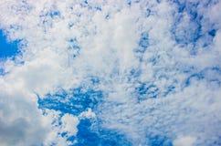 Ciel bleu de nuage Image stock