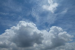 ciel bleu de nuage Photographie stock libre de droits