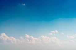 ciel bleu de nuage images libres de droits