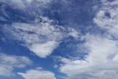 ciel bleu de nuage de plan rapproché Images libres de droits