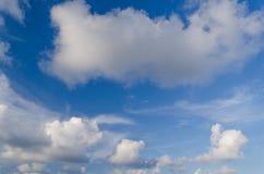 ciel bleu de nuage de plan rapproché Photo libre de droits