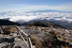 Ciel bleu de paysage de mounation de Kinabalu en clair Images stock