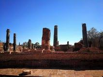 Ciel bleu de ruines en clair Photo libre de droits