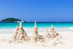 Ciel bleu de sable d'arainst blanc tropical de plage Îles de Similan, Tha Photo libre de droits