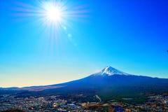 Ciel bleu du soleil d'automne de montagne de Fuji Photo stock