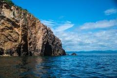 Ciel bleu et île Photo libre de droits