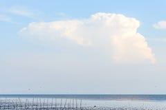 Ciel bleu et mer photographie stock libre de droits
