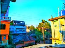 Ciel bleu et nature de maison de Colourfull images libres de droits