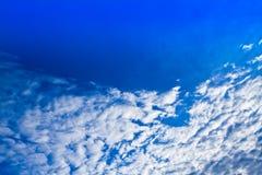 Ciel bleu et nuage Photo stock