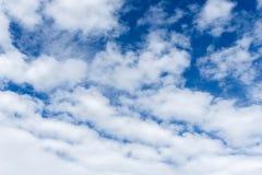 Ciel bleu et nuage blanc pour l'enthousiasme d'affaires photo stock