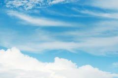 Ciel bleu et nuages Photographie stock