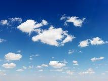 Ciel bleu et nuages. Image libre de droits