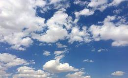 Ciel bleu et nuages Photos stock