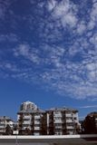ciel bleu et nuages blancs. Photo libre de droits
