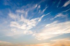 Ciel bleu et rouge Photo stock