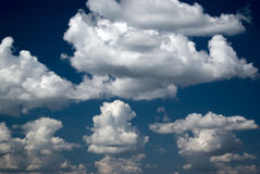 Ciel bleu-foncé Photo libre de droits