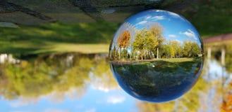 Ciel bleu l'Europe d'automne photographie stock