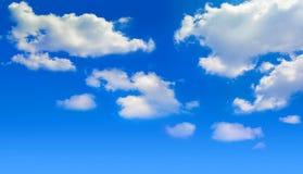 Ciel bleu lumineux avec des nuages Image stock