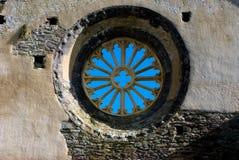 Ciel bleu par le vieil hublot Photographie stock libre de droits