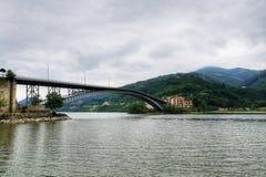 Ciel caché par lac de barrage d'Ayvacik dans Samsun, Turquie images stock