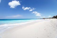 Ciel clair au-dessus de la plage Photos libres de droits