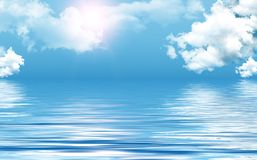 Ciel clair au-dessus de mer Photographie stock