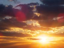 Ciel coloré de coucher du soleil au-dessus du dessert paradis de nature d'élément de conception de composition Photo libre de droits