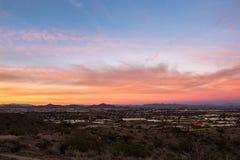 Ciel coloré de coucher du soleil au-dessus de Phoenix, Arizona photos libres de droits
