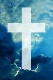 Ciel croisé chrétien avec des nuages illustration de vecteur