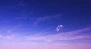 Ciel d'élévation de Sun avec des nuages Image libre de droits