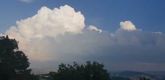 Ciel dans Centro Storico, Mondaino photos libres de droits