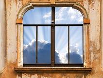 Ciel dans l'hublot images libres de droits