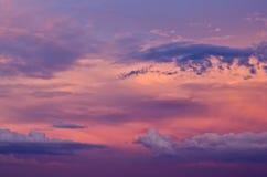 Ciel de coucher du soleil avec des nuages Images libres de droits