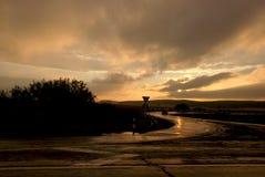 Ciel de coucher du soleil avec des rayons du soleil images libres de droits