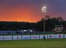 Ciel de coucher du soleil de femme du base-ball de jeux de Canada Image libre de droits