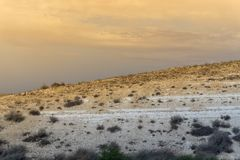 Ciel de désert avec un petit peu de jaune image libre de droits