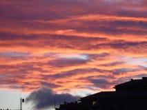 Ciel de Drammatic au-dessus de la ville Image stock