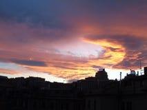 Ciel de Drammatic au-dessus de la ville Photographie stock