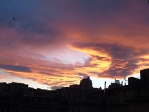 Ciel de Drammatic au-dessus de la ville Photo libre de droits