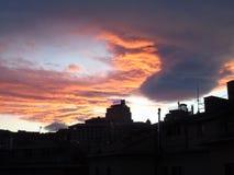 Ciel de Drammatic au-dessus de la ville Photos libres de droits