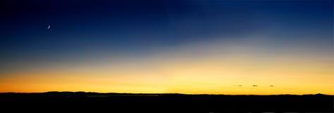 Ciel de jaune orange de crépuscule Image libre de droits