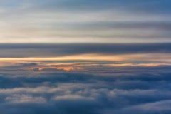 Ciel de lever de soleil vu de l'avion Photos libres de droits