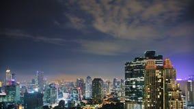 Ciel de Nigth au-dessus de ville photos stock