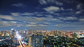 Ciel de Nigth au-dessus de ville photo stock