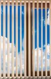 Ciel de nuage d'abat-jour de fenêtre Photos stock
