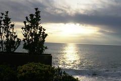 Ciel de paysage au coucher du soleil au-dessus de la mer Image libre de droits